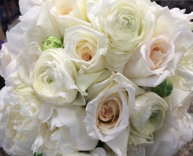 peony-rose-ranunculus-wedding-bouquet-5-tips-choosing-wedding-flowers-blog-petal-and-bud-floral
