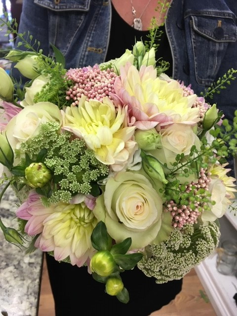 wedding-floral-bridal-bouquet-lounsbury-house-ridgefield-ct-petal-and-bud-foral